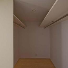 世田谷の住宅3 (寝室付属のウォークインクローゼット)