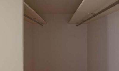 寝室付属のウォークインクローゼット|世田谷の住宅3