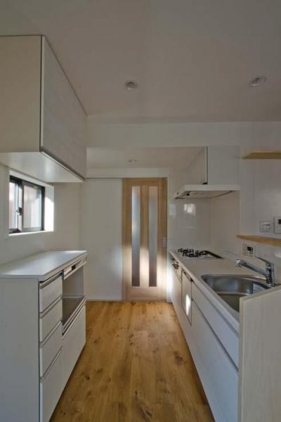リビングと一体的なキッチン (世田谷の住宅2)