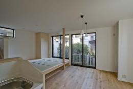 世田谷の住宅2 (キッチンからリビングを見る)