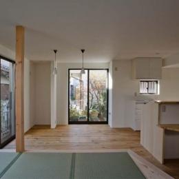 世田谷の住宅2 (キッチン前には小さなカウンター)