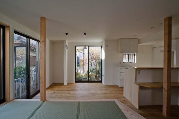 世田谷の住宅2の写真 キッチン前には小さなカウンター
