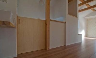 世田谷の住宅2 (階段上部の引戸)