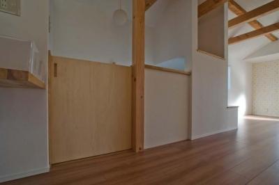 階段上部の引戸 (世田谷の住宅2)