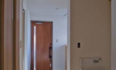 玄関近くに設置した手洗いコーナー|世田谷の住宅2