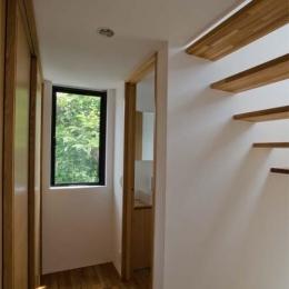 世田谷の住宅 (廊下窓と合わせ室内を明るくします)