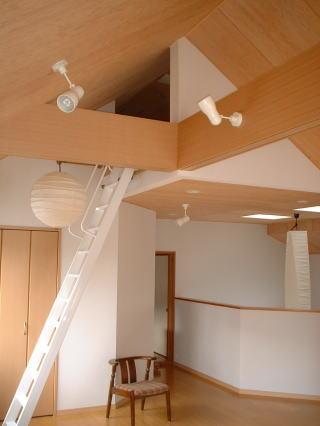 閑静な住宅地の中にある住宅の部屋 リビング2