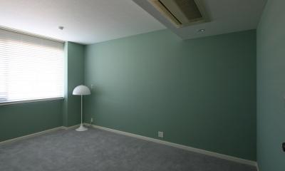 フォレストグリーン色の壁紙 S邸