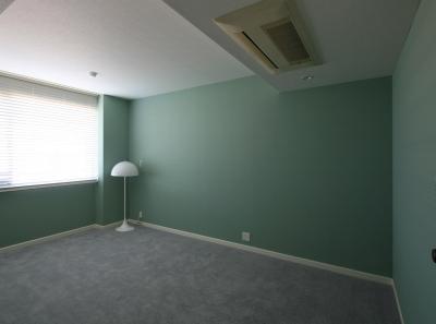 フォレストグリーン色の壁紙 (S邸)