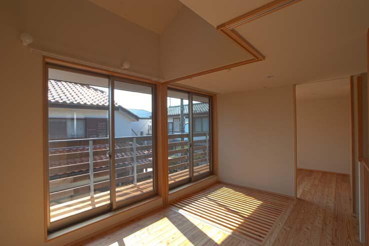 船橋の住宅の写真 オープンスペースからバルコニーを見る
