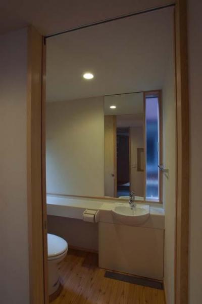 小さな手洗いスペース (船橋の住宅)