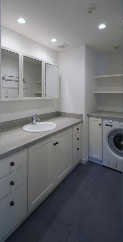 グレータイル×ホワイトの洗面台 (S邸)