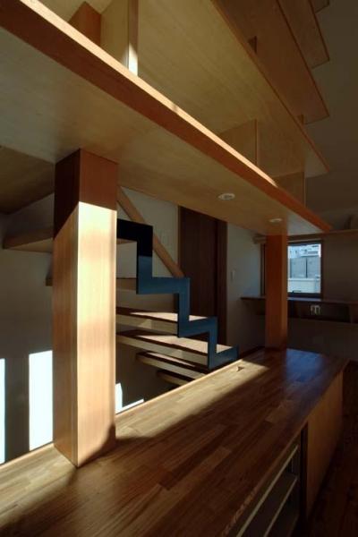 柱と同材のカバー (立川の住宅)
