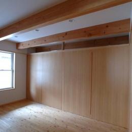 立川の住宅 (寝室-建具を引き出した状態)