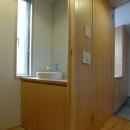 立川の住宅の写真 モザイクタイルがアクセントのトイレ