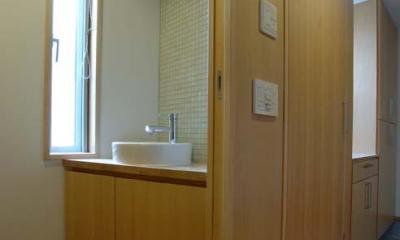 立川の住宅 (モザイクタイルがアクセントのトイレ)