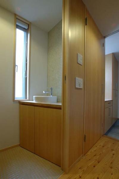 モザイクタイルがアクセントのトイレ (立川の住宅)