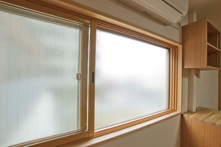 江東の住宅の部屋 内付インナーサッシを取り付けた窓