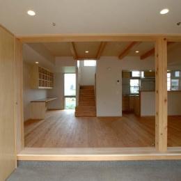 習志野の住宅 (土間から居間を見る)