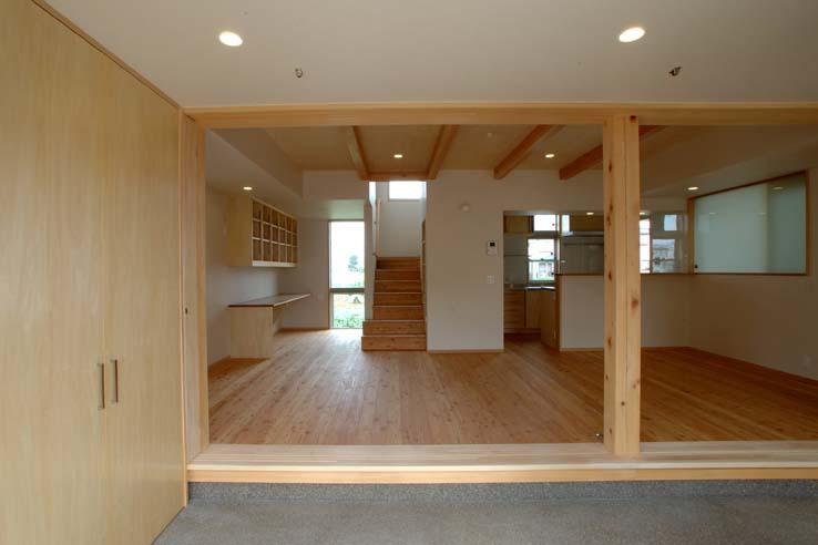 習志野の住宅の部屋 土間から居間を見る