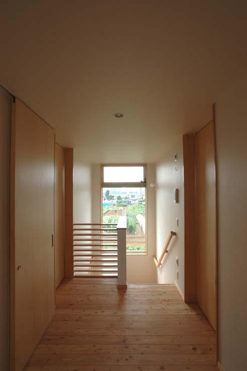 習志野の住宅の部屋 陽が差し込む階段