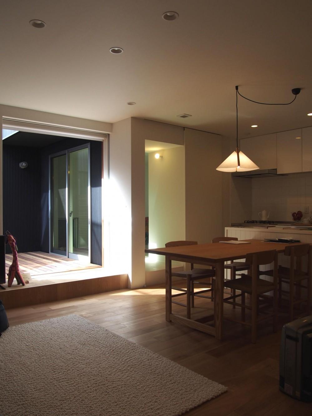 桜作の家 (開放的なリビング)