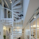 白い螺旋階段
