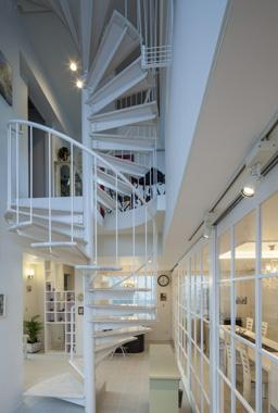 Casa C3の写真 白い螺旋階段