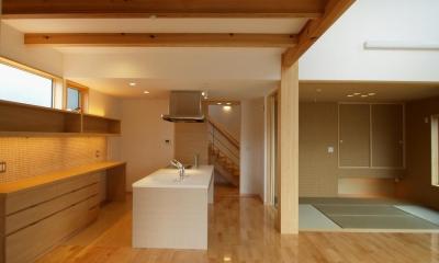 亀崎の家 (白い対面キッチン)