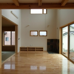 亀崎の家 (吹き抜けリビング)