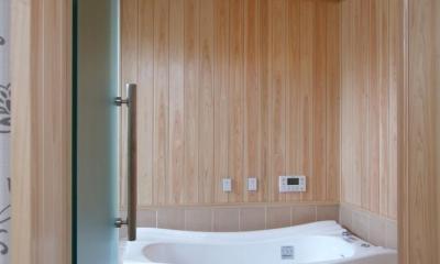 亀崎の家 (木とタイルのバスルーム)