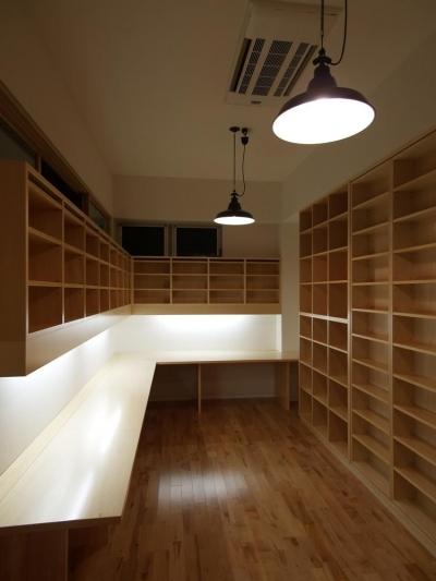 家の中にある図書室 (Shell-house)