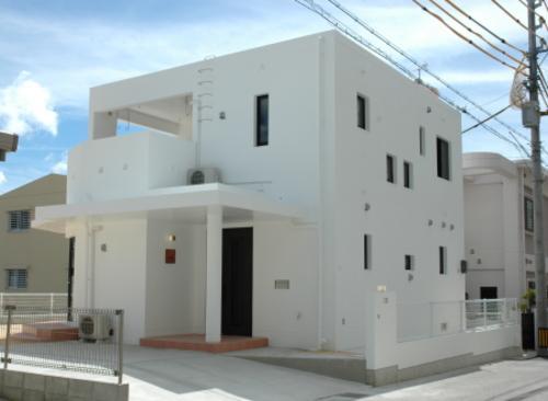 K4邸の部屋 白い外観