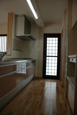 K4邸の部屋 勝手口のあるキッチン