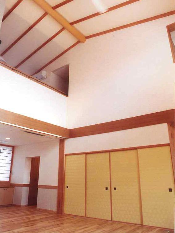 武蔵中原の家の部屋 吹き抜け見上げ