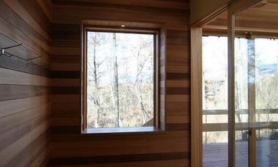 八ヶ岳山荘 (玄関ホールのピクチャーウィンドウ)