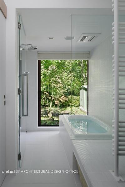 浴室~半露天風呂 (037軽井沢 I さんの家)