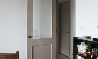 M邸 (グレー&アンティーク真鍮のシックなドア)