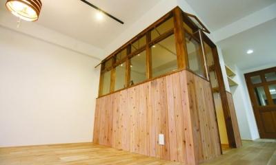 大人の秘密基地。 (特注木製サッシで作られた書斎スペース)