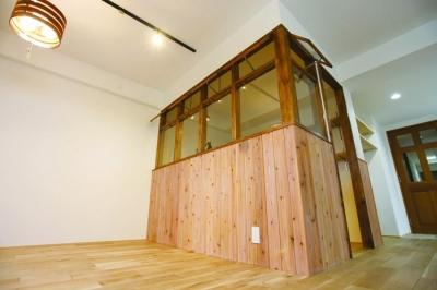 特注木製サッシで作られた書斎スペース (大人の秘密基地。)