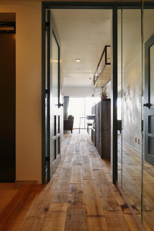 T邸・好きなものに囲まれて暮らせる家の部屋 LDK入口