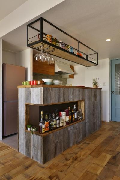カフェ風キッチン (T邸・好きなものに囲まれて暮らせる家)