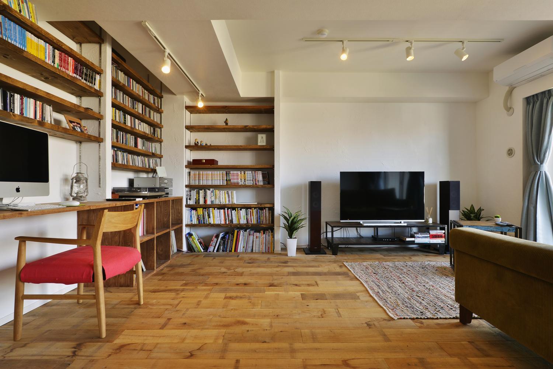 T邸・好きなものに囲まれて暮らせる家の部屋 趣味を楽しむリビング