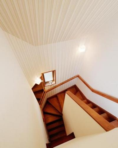階段だって生活の場 (Nez-T邸)