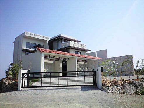 okinawa-kouri 02 沖縄古宇利島の完全貸切リゾートホテル「ONE SUITE」の部屋 沖縄赤瓦の外観
