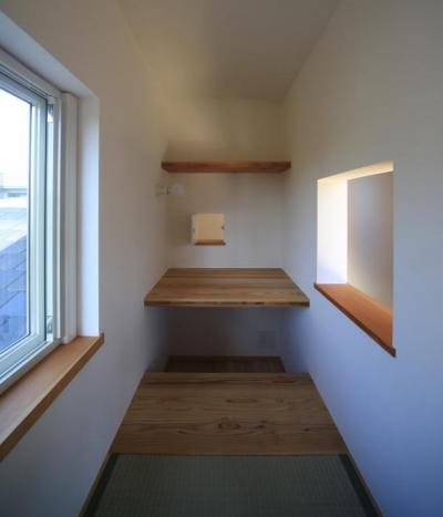 「穴ぐら」のような居心地のよい小部屋 (西鎌倉の家リノベーション)