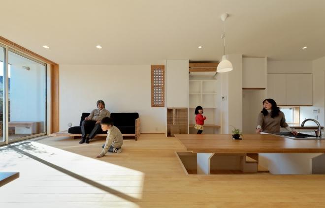 稲口町の家の部屋 掘りゴタツ式ダイニングキッチン