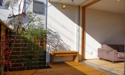 稲口町の家 (リビングと一体感のあるウッドデッキ)