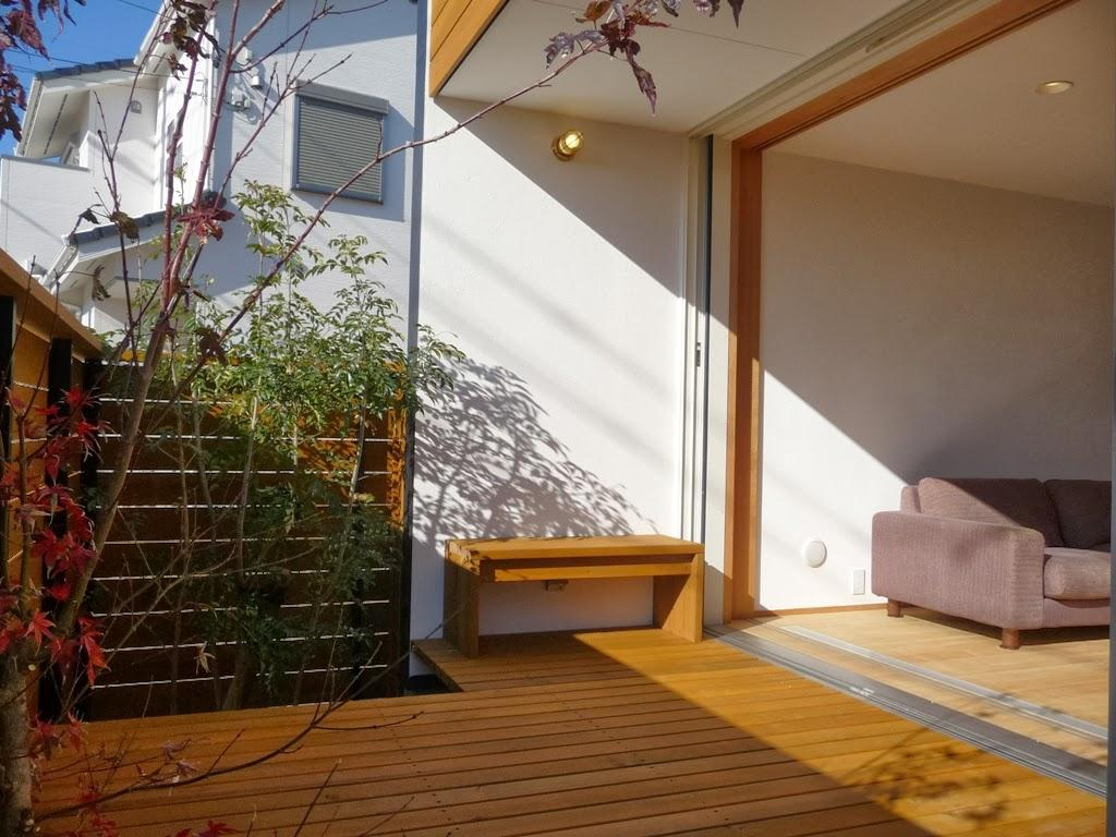 稲口町の家の部屋 リビングと一体感のあるウッドデッキ