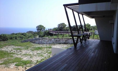 okinawa-kouri 02 沖縄古宇利島の完全貸切リゾートホテル「ONE SUITE」 (絶景のウッドデッキテラス)